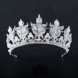 Flower type pearl crown for queen